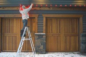 putting-up-christmas-lights-outside-veer_96dd9b712a650c8ea3e0e18389eba437_3x2_jpg_300x200_q85